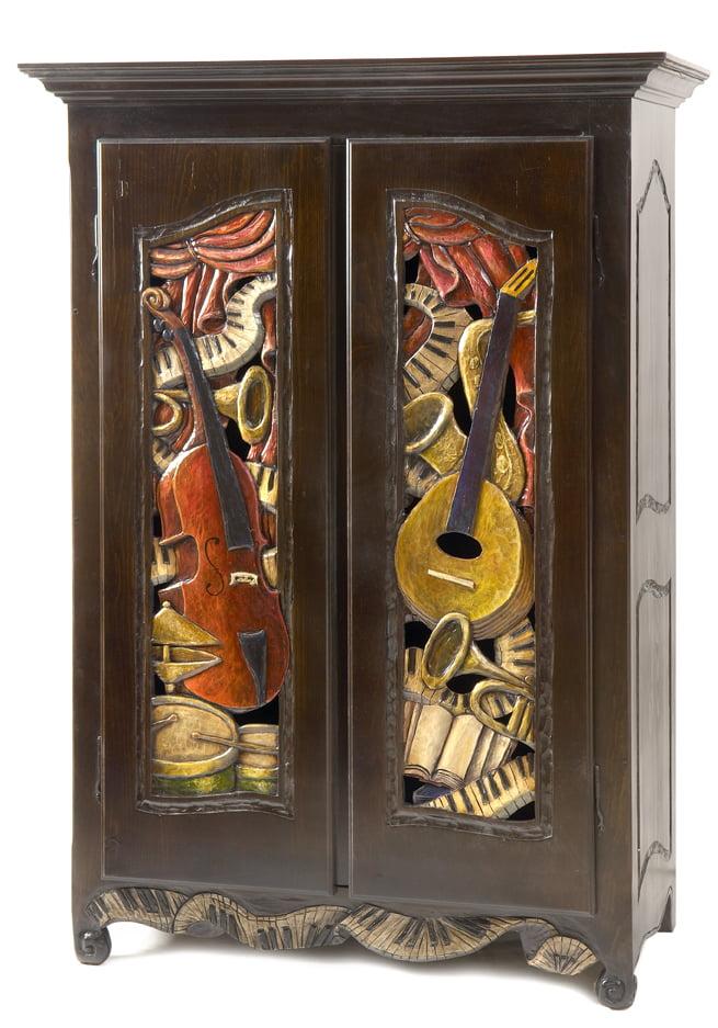 L'armoire musicale, sculptée à la main