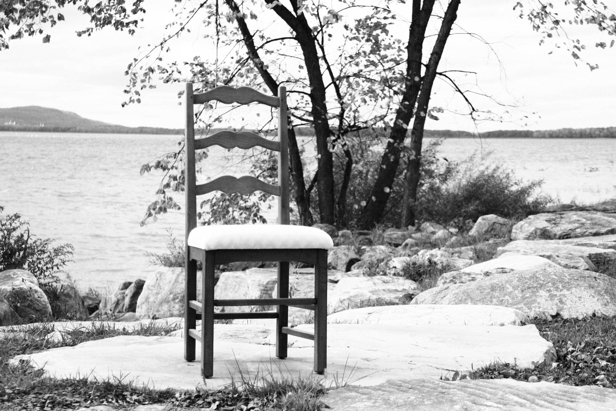 La 3 Ailes, chaise antique rembourrée